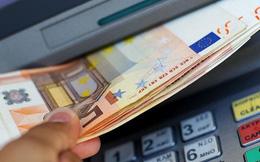 Ra ATM rút tiền, người phụ nữ phát hiện số tiền lớn tại đây song tìm mãi chưa ra chủ nhân