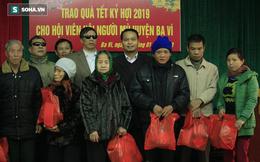 Trao tặng quà Tết tận tay người mù nghèo 3 huyện ngoại thành Hà Nội