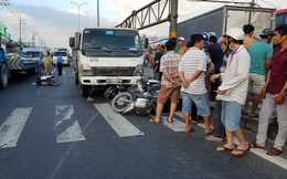 Ôtô tải tông hàng loạt xe máy giữa giao lộ Sài Gòn, SH cuốn vào gầm, nhiều người bị thương