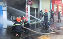 Cháy lớn tại cửa hàng trưng bày xe, PCT tỉnh Tiền Giang trực tiếp chỉ đạo chữa cháy