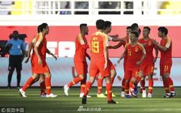 Chơi vô duyên đến lạ, Trung Quốc vẫn ẵm 3 điểm nhờ pha bóng cực kì ngớ ngẩn của đối thủ