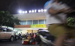 Truy tìm người mặc đồ bảo vệ lừa đảo ở ga Sài Gòn