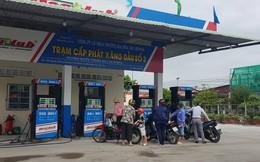 """Chủ tịch Cần Thơ chỉ đạo """"dẹp cây xăng bán lụi"""" trên đường Nguyễn Văn Cừ"""