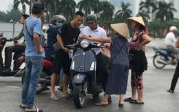 """Vé trận Việt Nam vs Malaysia tại chợ đen """"hạ nhiệt"""", dân phe như ngồi trên đống lửa"""