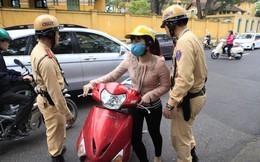 Chiếc gương của phụ nữ và pha chặn đường xe cứu hoả của ô tô Lexus