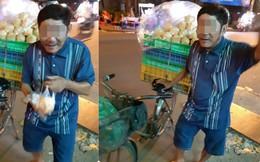 """Người đàn ông bán bánh khắc khổ và câu nói """"xin lỗi"""" trước tiệm thuốc khiến thanh niên ngại ngùng"""