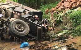 Sau va chạm, xe công nông lao xuống mương nước đè 2 người đàn ông tử vong