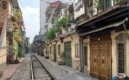 Người dân đóng cửa, phố cà phê đường sắt vắng hoe