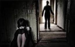 """Bắt tạm giam ông nội """"hờ"""" U80 nhiều lần xâm hại tình dục bé gái"""