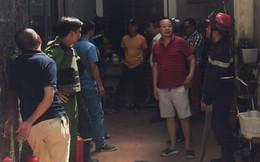 Thanh niên ở Hà Nội đổ xăng lên người doạ tự thiêu khi trong nhà có người già và trẻ nhỏ