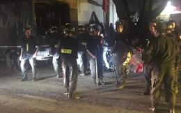 Hà Nội: CSCĐ vây bắt thanh niên chém người tử vong rồi cầm dao cố thủ trong nhà