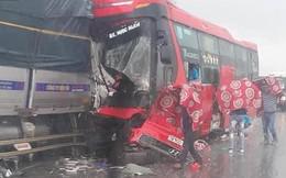 Xe tải đối đầu xe khách - hiện trường vụ tai nạn khiến người ta ám ảnh