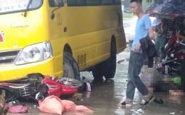 2 vợ chồng trẻ đi xe máy qua đường bị xe khách tông thương vong