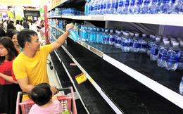 Cảnh tượng chưa từng thấy ở siêu thị Hà Nội sau tin nhà máy nước sông Đà cắt nước