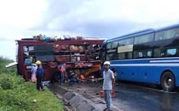 Hai xe khách tông nhau, 7 người bị thương, đường Hồ Chí Minh tê liệt
