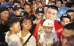 CĐV đặc biệt để lại hình ảnh xúc động trong ngày lịch sử của Trương Đình Hoàng