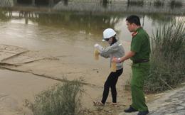 Phát hiện nhà máy nước xả bùn thải phủ kín mặt hồ điều hòa ở Nghệ An