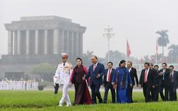 Đoàn đại biểu viếng Lăng Chủ tịch Hồ Chí Minh trước giờ khai mạc kỳ họp Quốc hội
