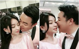 Sau bức ảnh hôn má vợ cũ Hồ Quang Hiếu, Quang Lê úp mở chuyện hẹn hò bằng hành động thân mật này