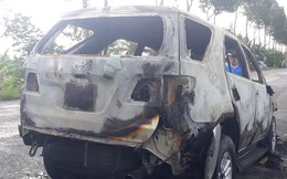 Ôtô 7 chỗ bốc cháy khi đang lưu thông trên đường