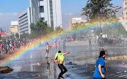 7 ngày qua ảnh: Cầu vồng xuất hiện trong cuộc đụng độ giữa biểu tình ở Chile