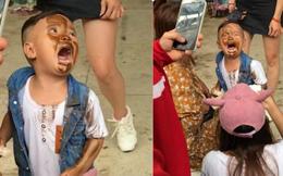 """Hình ảnh hài nhất thứ Hai: Cậu bé """"khóc hết nước mắt"""" vì lỡ in mặt lên người VĐV thể hình"""