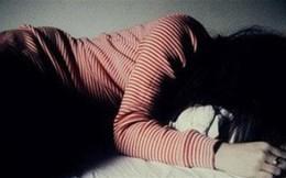 Thấy cô gái trẻ đang ngủ, người đàn ông vào khống chế hiếp dâm