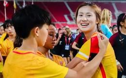 Hy hữu: Nữ cầu thủ Trung Quốc bị cấm thi đấu 6 tháng vì…dùng son môi