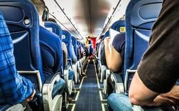 Hành khách máy bay 'choáng' vì bàn chân vô duyên của người ngồi cạnh