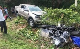 Ôtô bán tải tông xe máy ngược chiều nát bét, 2 vợ chồng trẻ tử vong thương tâm
