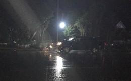 Dừng xe bên đường, 2 người đàn ông bị ô tô bán tải tông tử vong