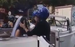 Người yêu cũ đi lấy chồng, chàng trai quỳ giữa đường cầu xin 'đừng kết hôn' và cái kết bất ngờ