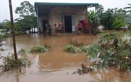 Sạt lở hơn 100m đường, 300 nhà dân chìm trong biển nước, nguy cơ vỡ đập thủy lợi ở Đắk Lắk