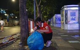 Việt Nam hạ gục UAE: Những cổ động viên không đi bão ở lại nhặt rác