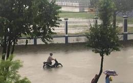 Đà Nẵng mưa to, nhiều tuyến đường chìm trong biển nước