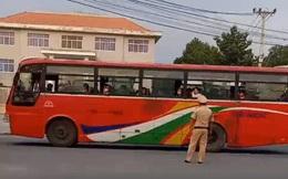 Cảnh sát giao thông bị tài xế xe khách chửi bới thô tục