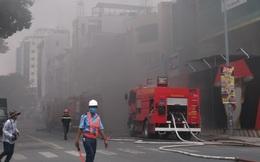 Cháy ở công trình cao ốc khách sạn giữa trung tâm Sài Gòn, nhiều người náo loạn