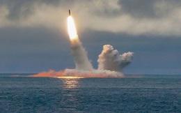 """Tàu ngầm hạt nhân Nga áp sát cửa ngõ: Mỹ - NATO như """"ngồi trên đống lửa""""!"""