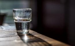 """Quý ông """"rỉ tai"""" bí quyết uống 2 chén rượu/ngày để khỏe: Hãy nghe chuyên gia phân tích"""
