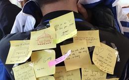 Không đủ điều kiện để mua quà sinh nhật, lớp học dùng giấy note viết cả chục lời chúc, còn vẽ hẳn album của TWICE tặng bạn học