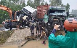 Tai nạn liên hoàn, 2 xe đầu kéo và máy xúc biến dạng, dính chặt nhau trên quốc lộ