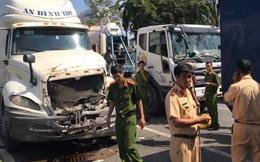 Nhiều ô tô tông nhau liên hoàn trên xa lộ Hà Nội, một người chết kẹt trong cabin