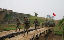 Diễn tập chỉ huy-cơ quan 1 bên 2 cấp ngoài thực địa có một phần thực binh bắn đạn thật