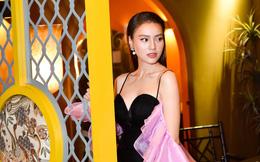 Ninh Dương Lan Ngọc mặc sexy, bối rối khi bị yêu cầu khoe giọng hát