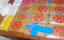 Kỳ lạ hàng chục bánh heroin có chữ Trung Quốc trôi dạt vào bờ biển tỉnh Quảng Nam