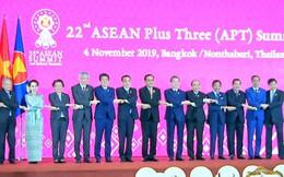 Tổng thống Duterte không chụp ảnh cùng các lãnh đạo ASEAN+3 vì bận đi vệ sinh