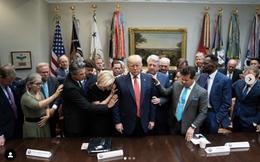 Hàng chục cố vấn tâm linh tề tựu về Nhà Trắng cầu nguyện cho ông Trump giữa sóng gió luận tội