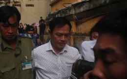 """Nguyên Viện phó VKSND TP. Đà Nẵng Nguyễn Hữu Linh """"cố thủ"""", né tránh phóng viên khi đến tòa xử dâm ô trẻ em?"""