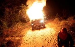 24h qua ảnh: Kiểm lâm Brazil đốt xe tải chở gỗ của lâm tặc