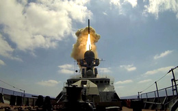 """""""Sát thủ diệt hạm"""" Kalibr Nga tấn công tàu chiến địch: Nổ tan xác, không thể chống đỡ!"""